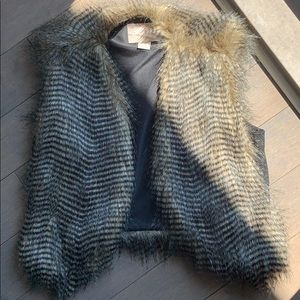 Forever 21 Faux Fur/Feather Vest Size M NWOT